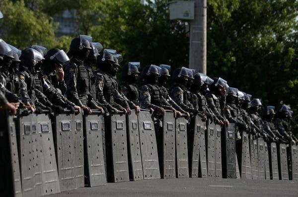 La Policía brasileña en el operativo alrededor del juzgado que ratificó la condena a Lula (Reuters)