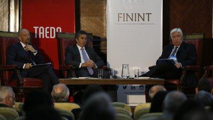 Francois Roudié, responsable de la sección política de Representación de la Unión Europea en Buenos Aires, Sergio Otamendi, presidente del GAFI, y Marcelo Collomb