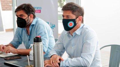 El gobernador bonaerense Axel Kicillof junto a su jefe de Gabinete, Carlos Bianco