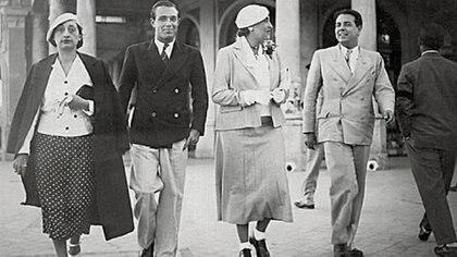 Bioy Casares y Jorge Luis Borges acompañados por dos amigas