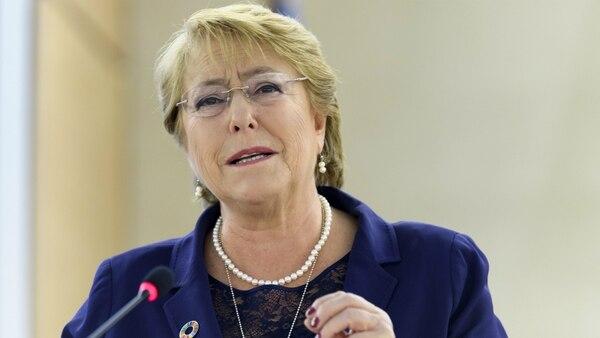 """""""Este año usó su poder para firmar una ley que legaliza el matrimonio homosexual y apoyó una ley de derechos reproductivos"""", destacó Forbes sobre Michelle Bachelet"""