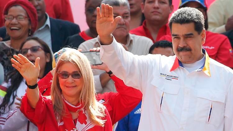 Maduro junto a su esposa, Cilia Flores, que se hace llamar