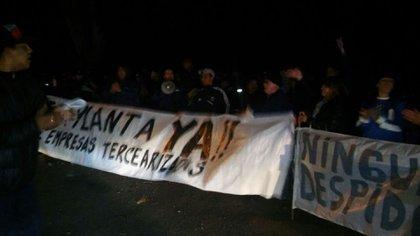 Los manifestantes interrumpieron el acceso de trabajadores de Aerolíneas a los hangares