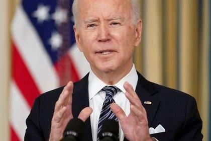 El presidente de Estados Unidos, Joe Biden, habla sobre la aplicación del Plan de Rescate Americano en la Casa Blanca en Washington, Estados Unidos, el 15 de marzo de 2021 (REUTERS/Kevin Lamarque)
