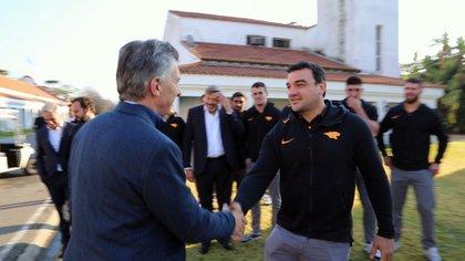 El saludo de Macri con Agustín Creevy
