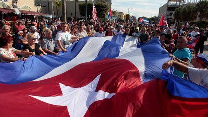 Festejos en Little Havana en Miami, Florida, tras el anuncio de la muerte de Fidel Castro el 26 de noviembre de 2016. REUTERS/Javier Galeano