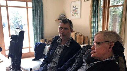 El biólogo australiano Justin Yerbury se reunió con el astrofísico Stephen Hawking en 2017. Sus palabras lo inspiraron para mantenerse activo en la investigación científica tal como lo hizo Hawking desde los 21 años en adelante hasta que falleció en 2018