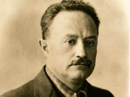 """José Vasconcelos Calderón (1882-1959), conocido como """"el Apóstol de la educación"""", fue un escritor, abogado y político mexicano. Su función como Secretario de Educación Pública en la etapa del régimen post-revolucionario mexicano que determinante en la construcción de cultural del país."""