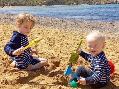 Sus hijos, Alexis, de cuatro años, y Matías, de uno. Ambos nacieron en Malta