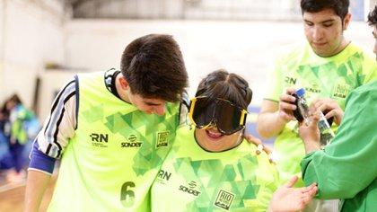Para jugar Goalball se usan gafas especiales (Rodrigo Ruiz Ciancia – Secretaría de Deportes de la Nación)
