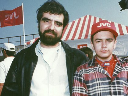 De adolescente junto a Eduardo Ramírez, su mánager. Fue en sus inicios, en la Fórmula Honda donde fue campeón en 1994 (Eduardo Ramírez).
