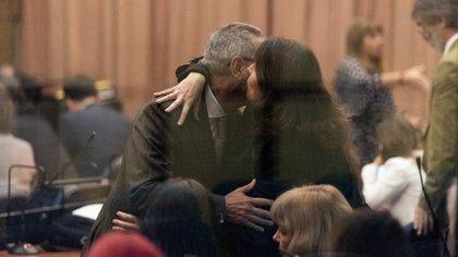 Ricardo Jaime se mostró sonriente y se saludó con sus familiares