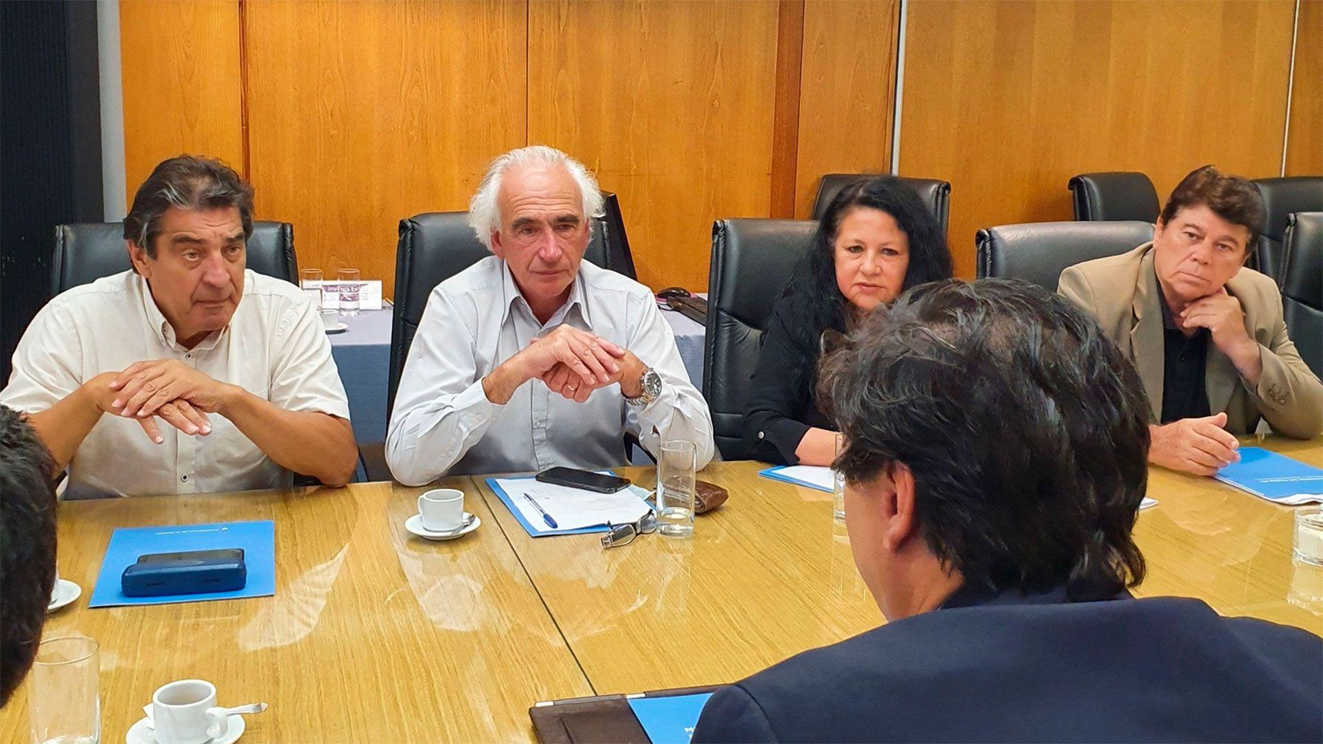 Dirigentes de la CTA Autónoma con el ministro Moroni