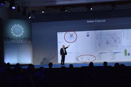 Alexander Nix, jefe ejecutivo de Cambridge Analytica, en una conferencia en 2016 (Bryan Bedder/ Getty Images/ Concordia Summit)