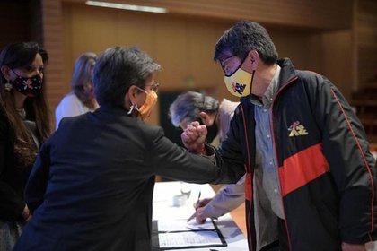 La alcaldesa Claudia López durante la firma de los acuerdos. Foto: Secretaría de Educación de Bogotá.
