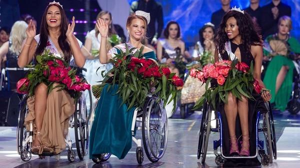 Desfilar en silla de ruedas no fue un impedimento para las participantes (AFP PHOTO)