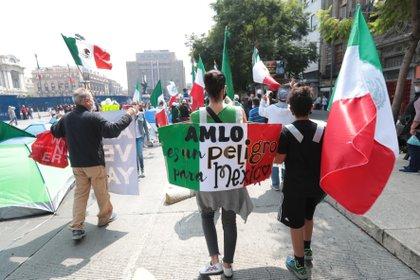 Gilberto Lozano, líder de Frenaaa, abandona plantón en Avenida Juárez