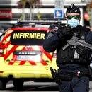 Un oficial de seguridad vigila tras un ataque con cuchillo en la iglesia de Notre Dame de Niza, Francia. 29 octubre 2020. REUTERS/Eric Gaillard