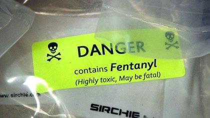 La adulteración de heroína con fentanilo aumenta tanto su potencia como su toxicidad, y hace que las sobredosis sean mucho más difíciles de evitar.