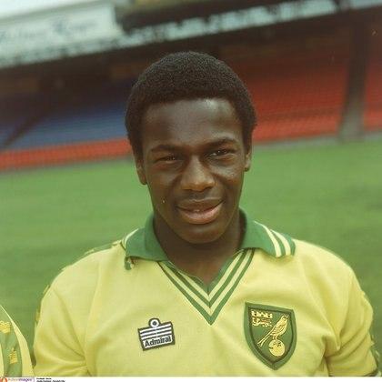 Justin Fashanu jugó en el Norwich City y fue el primer futbolista del Reino Unido en hablar públicamente de su homosexualidad. Se suicidó a los 37 años, en 1998 (Mandatory Credit: Action Images/File Photo)
