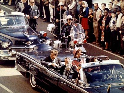 Poco antes de que Lee Harvey Oswald disparara sobre el presidente, según la versión oficial (Reuters)