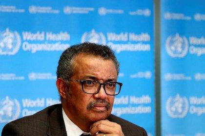 El director general de la Organización Mundial de la Salud (OMS), Tedros Adhanom Ghebreyesus, anunció que para encontrar más rápido potenciales tratamientos y medicamentos para combatir el coronavirus, se llevará a cabo un estudio internacional (REUTERS/Denis Balibouse)