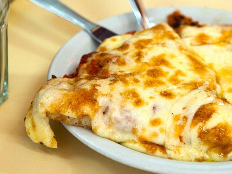 La pizza de muzzarella de Guerrín, el clásico de la pizzería de la calle Corrientes