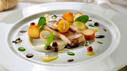 El chef Rebaudino se anima a emplatar con originalidad pero sin perder de vista que no sea nocivo para la salud. (Roux)