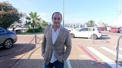 Carlos Ruiz Lapuente es abogado, empresario y asesor de inversiones.  En los últimos meses recibió muchas consultas de clientes argentinos que buscan radicarse en Uruguay.