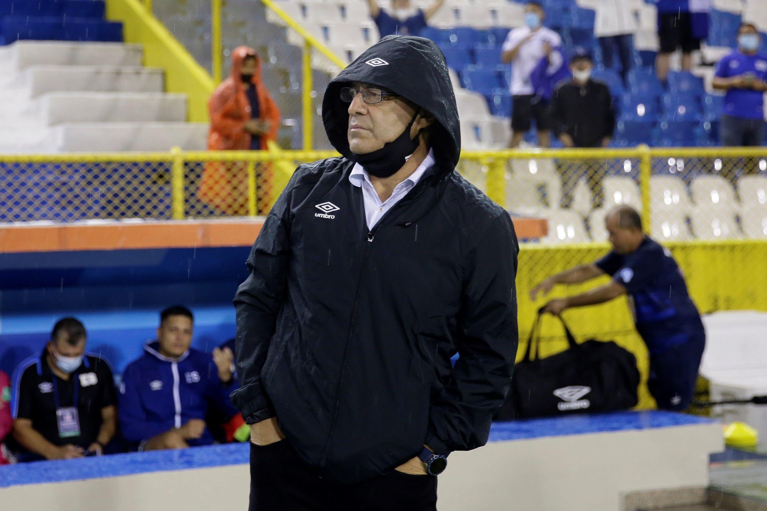 El Salvador, dirigida por Hugo Pérez, viene trabajando a fondo para neutralizar este miércoles a la mejor línea ofensiva del octogonal final de la Concacaf. (Foto: EFE)