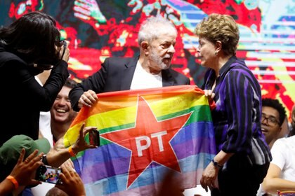 Former Brazilian Presidents Luiz Inacio Lula da Silva and Dilma Rousseff speak during the opening ceremony of the Workers Party (PT) Congress in Sao Paulo, Brazil November 22, 2019. REUTERS/Nacho Doce