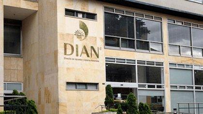 La Dirección de Impuestos y Aduanas Nacionales (DIAN).