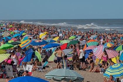 El turismo aprovechó el buen clima para pasar los días en la playa