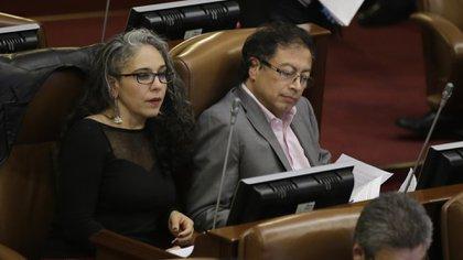 En la foto María José Pizarro representante de la Cámara y el senador Gustavo Petro senador. (Colprensa - Sergio Acero)