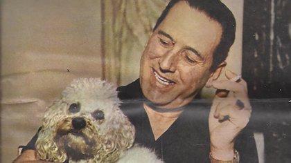 Juan Domingo Perón. Detrás del líder político se escondió un hombre que adoptó y cuidó a tres generaciones de caniches. Gracias a su intervención hoy los animales tienen una ley que los protege.
