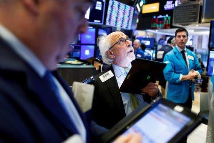 """No existe prácticamente ningún economista que no prevea un desenlace escandaloso y sorpresivo, como consecuencia del """"pinchazo"""" de la burbuja. Las diferencias de opinión, refieren al tiempo que aún debe transcurrir para que ocurra (EFE)"""
