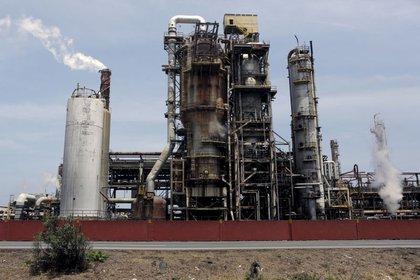 FOTO DE ARCHIVO. La refinería El Palito, que pertenece a PDVSA, en Puerto Cabello, en el estado de Carabobo. 2 de marzo de 2016. REUTERS/Marco Bello