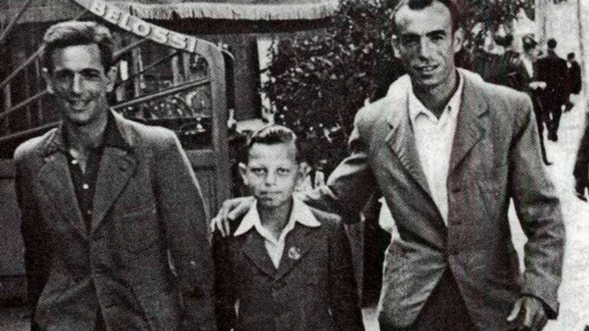 Saturnino, de camisa blanca, junto a su hijo Luis. Cuando se instalaron en Revel, Francia, estuvieron poco tiempo juntos: la esposa de Saturnino no quería al niño judío