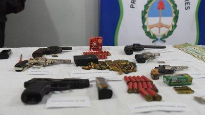 Las armas incautadas en el operativo (Franco Fafasuli)