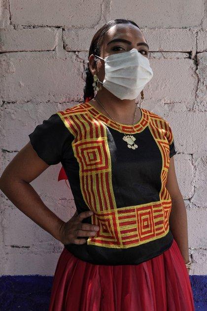 Los muxes son considerados como un tercer género: no son hombres ni mujeres. Esta tercera clasificación ha sido reconocida y celebrada desde la era prehispánica (Foto: Cuartoscuro)