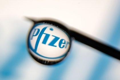 """Pfizer indicó que el fármaco demostró ser un """"potente inhibidor de proteasas con actividad antiviral contra el SARS-CoV-2"""" (REUTERS/Dado Ruvic/Illustration)"""