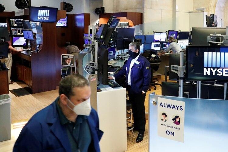 Jornada financiera: acciones y bonos consolidaron su mejora mientras se acorta el plazo para definir la reestructuración