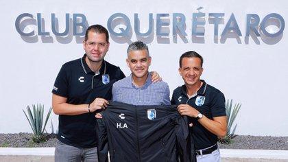 """Los Gallos Blancos anunciaron a Héctor """"Pity"""" Altamirano como su nuevo director técnico (Foto: Twitter @Club_Queretaro)"""