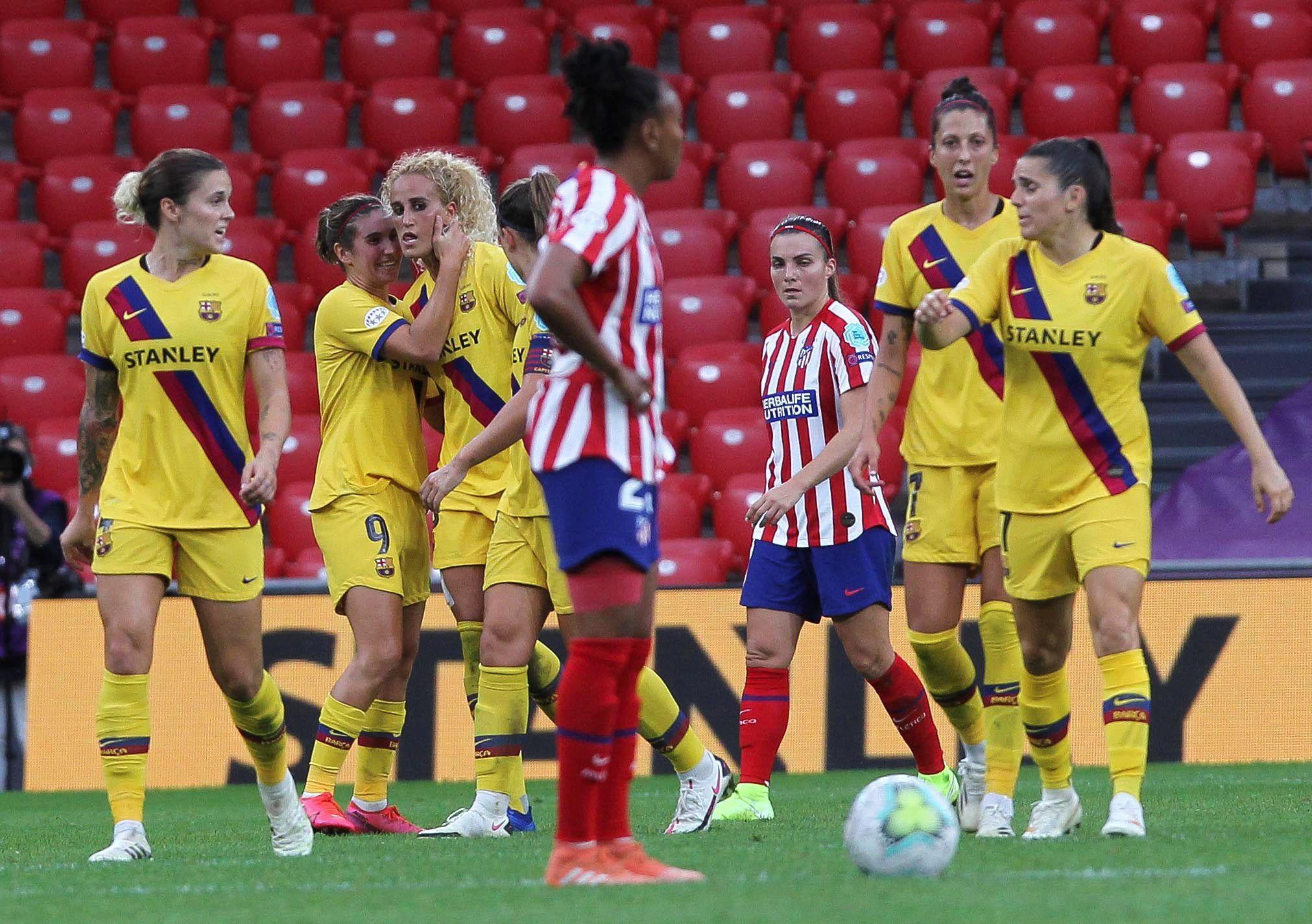 Las jugadoras del Barcelona celebran su gol ante el Atlético de Madrid durante el encuentro de cuartos de final de la Liga de Campeones de la UEFA que Atlético de Madrid y FC Barcelona disputaron este viernes en San Mamés, en Bilbao. EFE/Miguel Toña