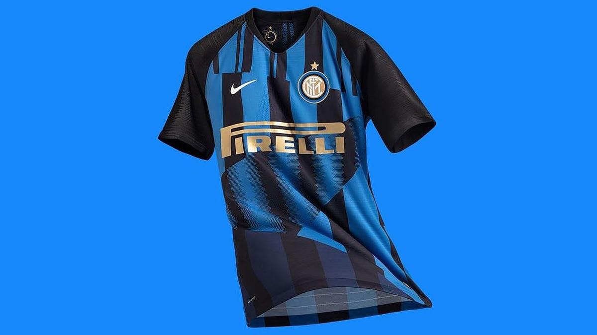 La extravagante camiseta del Inter que fusiona 10 modelos en uno - Infobae b3ccd00dfd168
