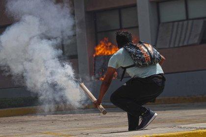 Rechazaron las nuevas investigaciones sobre el caso Ayotzinapa (Foto: Twitter/amarilloalarcon)