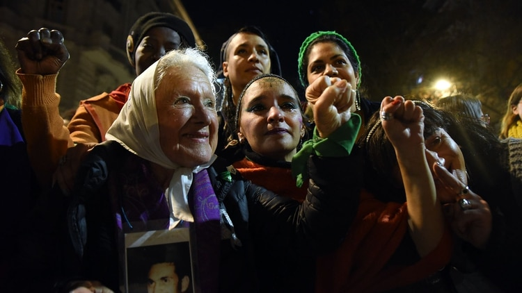 Nora Cortiñas, referente de las Madres de Plaza de Mayo en la marcha