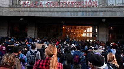 Tras un viernes caótico por un corte en las vías del tren Roca, cerraron dos horas la estación Constitución por una amenaza de bomba