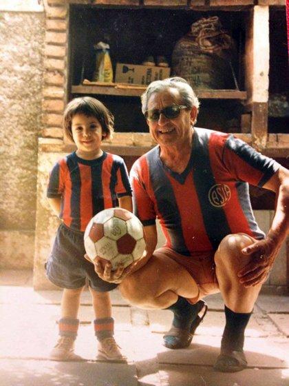 Alejo Santander, autor de la nota, junto a su abuelo