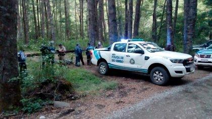 Personal policial llegó al lugar junto a buzos de Prefectura Naval (PNA) de la ciudad de Bariloche